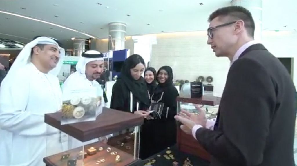 RetinaJewelry exhibiting in Abu Dhabi,explaining to committee