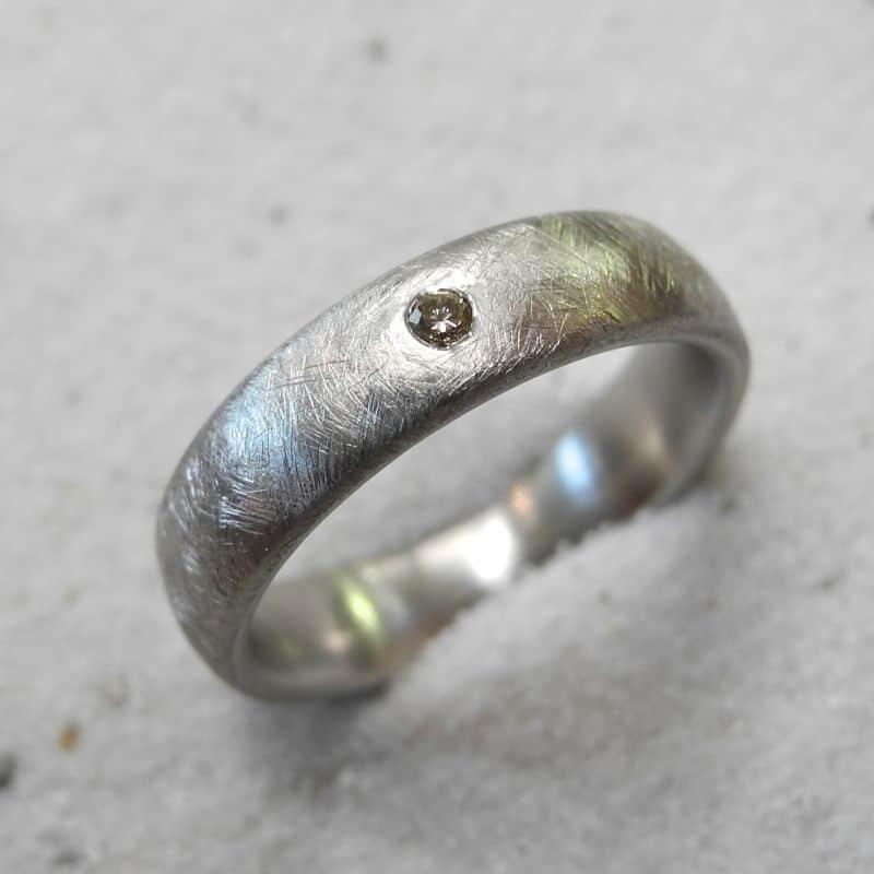 Verlobungsring_950platin-dunkler-diamant-Goldschmiede_kleineRheinperle_Basel