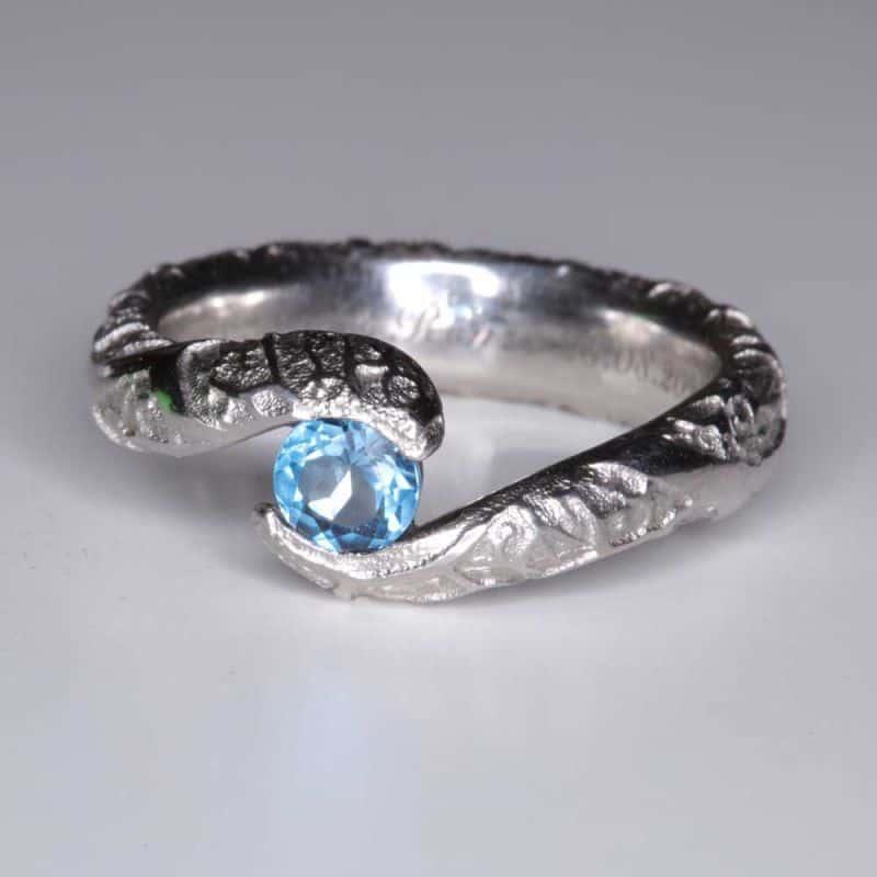 verlobungsringe-topas-platin-einzigartig-Goldschmiede-Basel-Juwelier-nachhaltig-fairtrade-spezielle-Ringe-individuelle-designs-handgefertigt