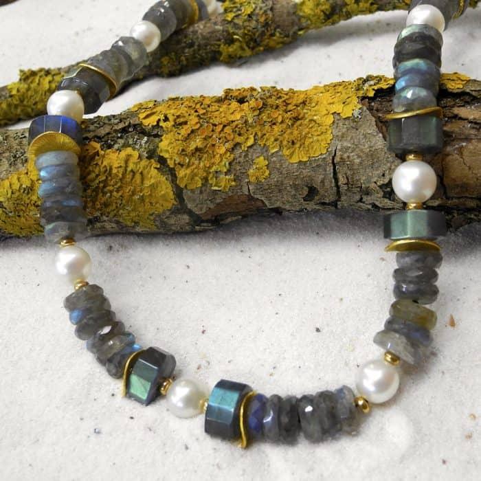 Labradorit-suesswasser-zuchtperlen-edelstein-Halskette-kleinerheinperle-basel.JPG