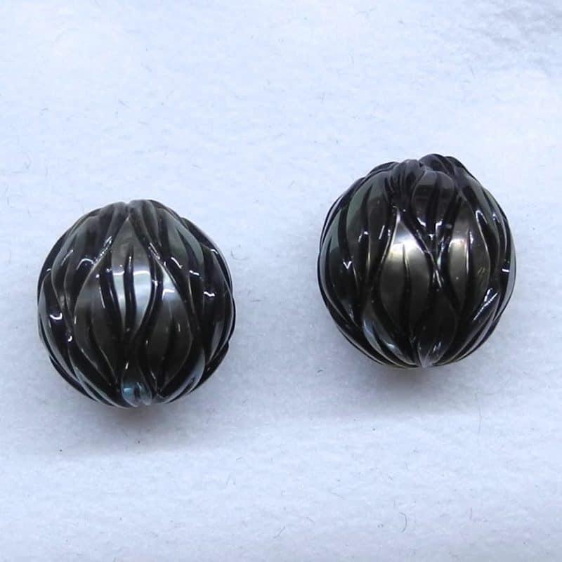 Tahiti-zuchtperlen-paar-graviert-perlen-goldschmiede-kleinerheinperle-basel