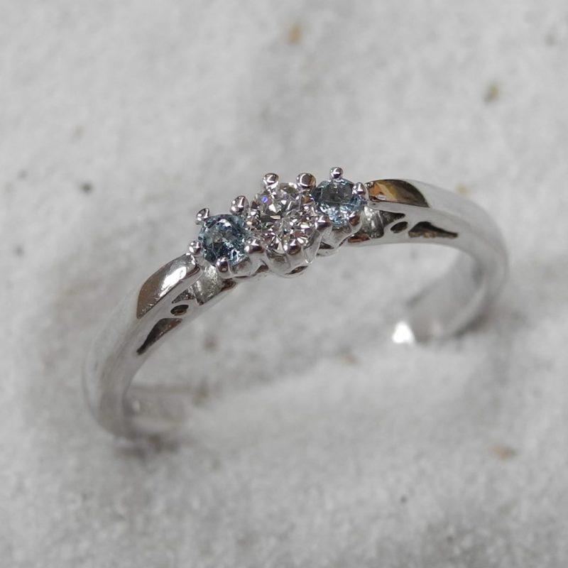 Verlobungsring_750Weissgold-rhodiniert_Brillant_Aquamarine_Goldschmiede_kleineRheinperle_Basel